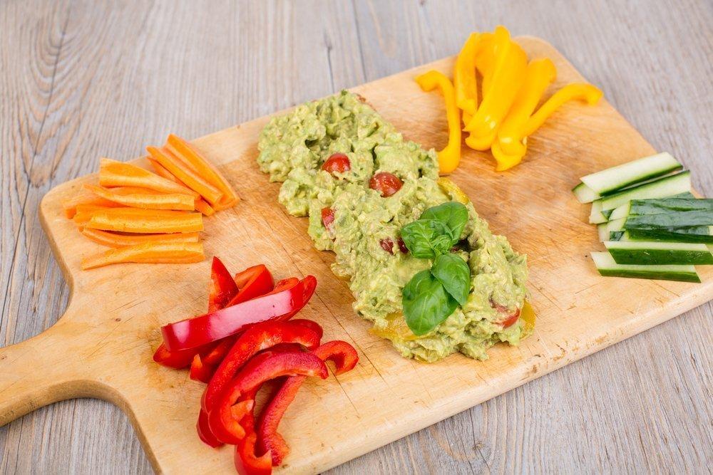 Quick And Easy Pregnancy Snacks Veggies and Guacamole