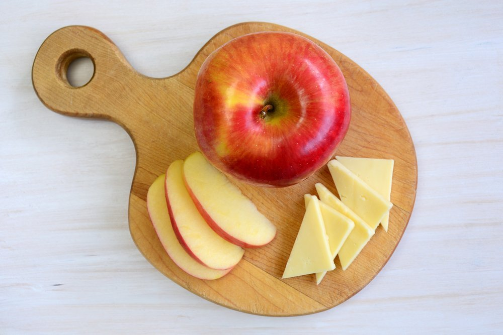 Quick And Easy Pregnancy Snacks Apple and Cheese