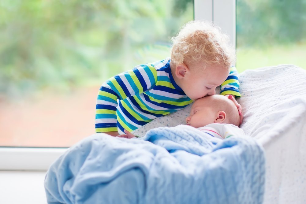Helping Your Family Bond With Your New Baby Sibling and Baby Bonding