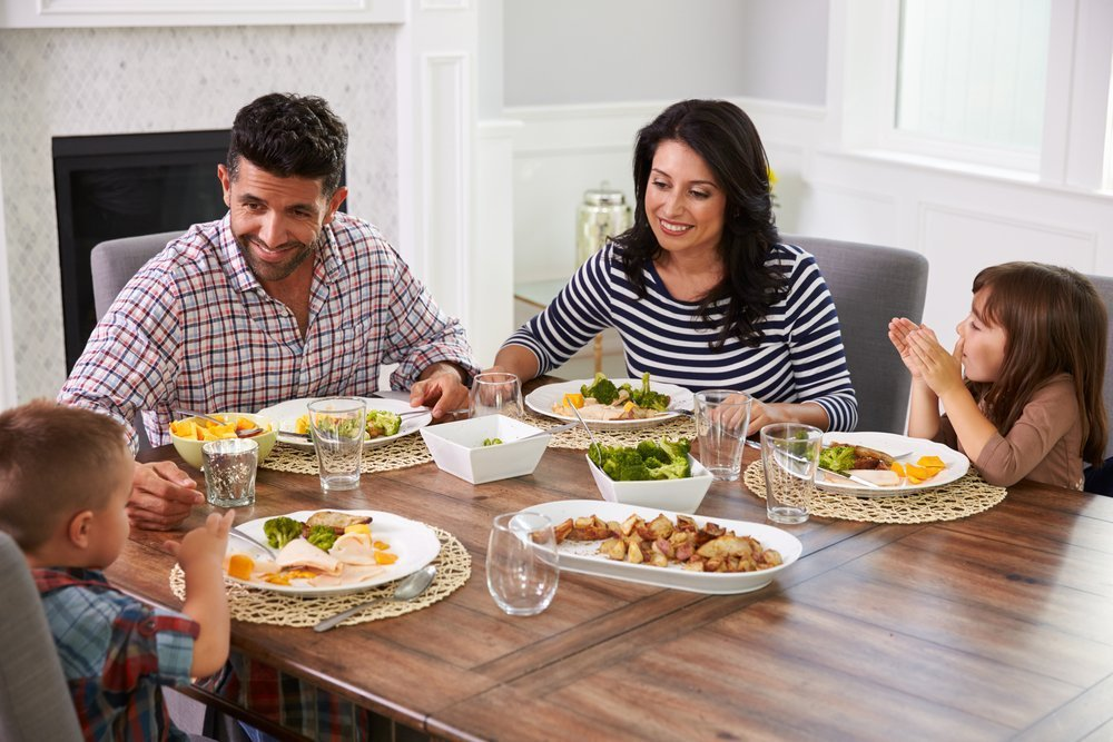 How To Beat Screen Addiction In Your Home No Screens At Dinner Time