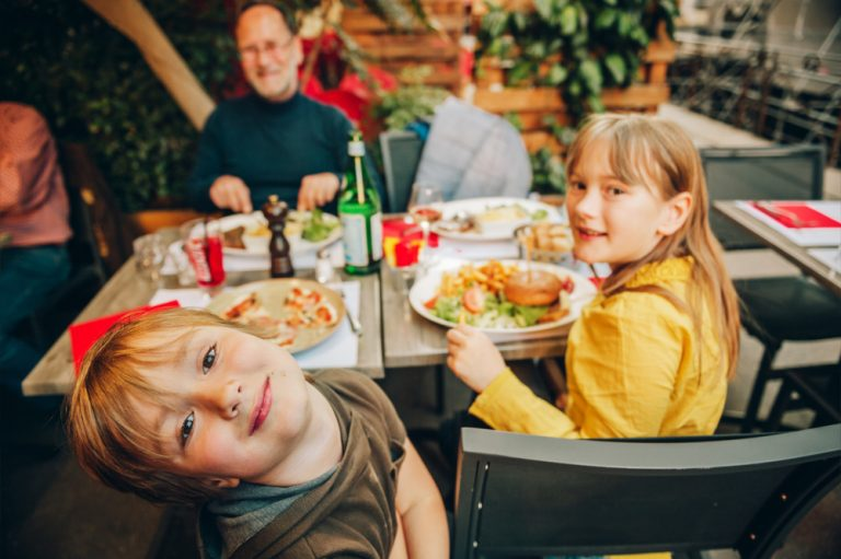How To Successfully Eat Out With Your Kids