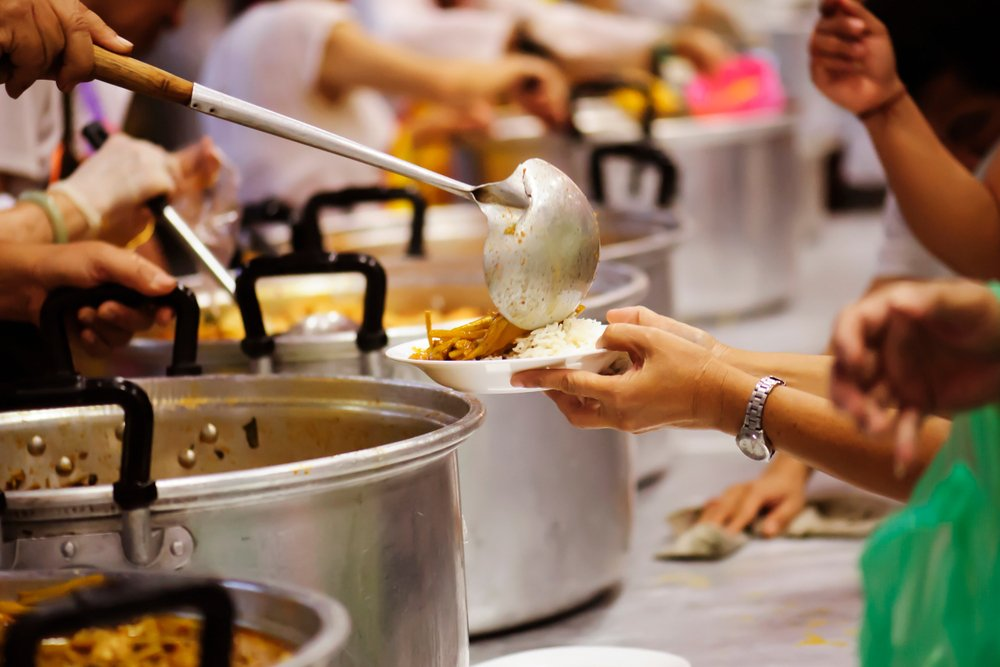 How To Give Back This Christmas Help Out At A Soup Kitchen