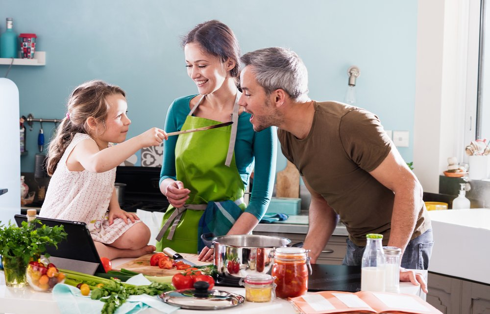 New Year's Resolutions To Make As A Family Eat Healthier